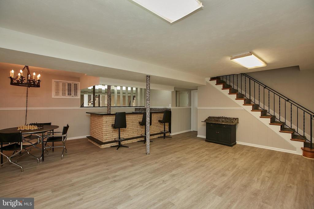 Fabulous Lower Level Rec Room w/ Wet Bar - 2430 CARON LN, FALLS CHURCH