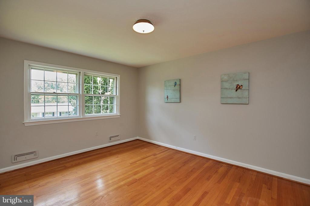 Large secondary bedroom - 2430 CARON LN, FALLS CHURCH