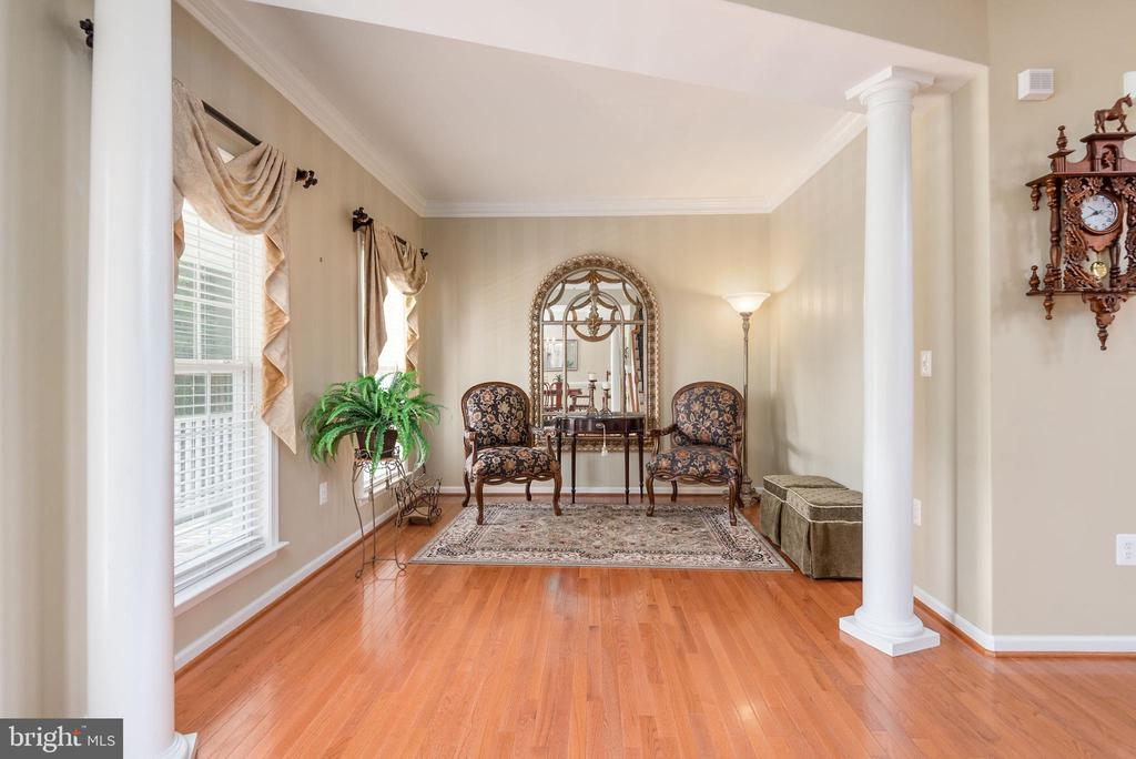 Sitting area off front door. - 51 RIVER RIDGE LN, FREDERICKSBURG