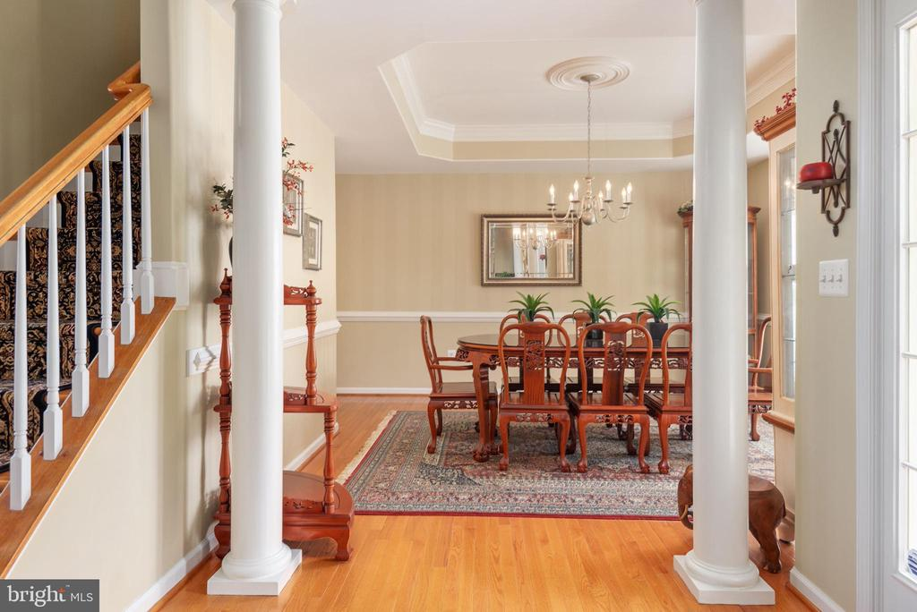 Dining room with columns, tray, ceiling, molding - 51 RIVER RIDGE LN, FREDERICKSBURG