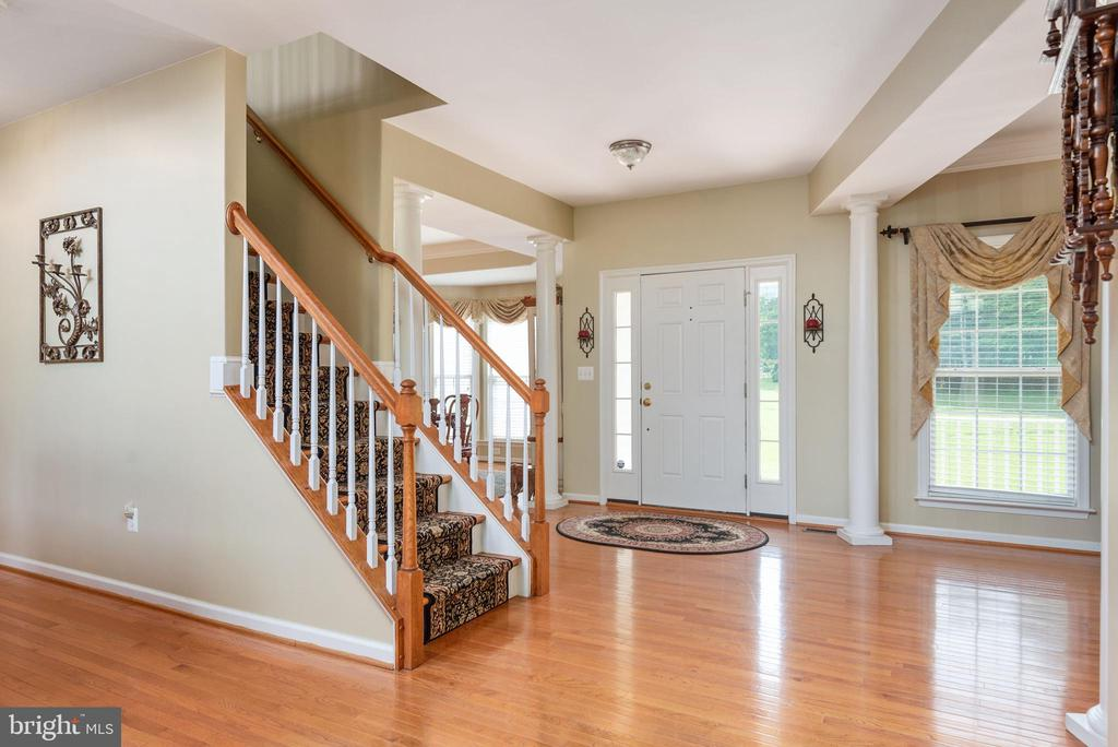 View of front entrance and hardwood flooring - 51 RIVER RIDGE LN, FREDERICKSBURG