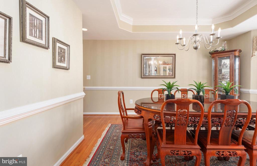 Elegant dining room off kitchen. - 51 RIVER RIDGE LN, FREDERICKSBURG