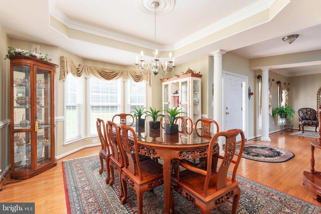 Dinning room with view of bay windows. - 51 RIVER RIDGE LN, FREDERICKSBURG
