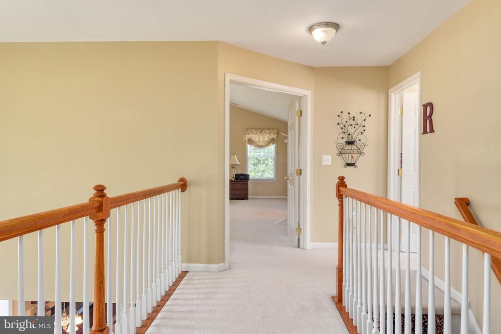 Upper level hallway view. - 51 RIVER RIDGE LN, FREDERICKSBURG