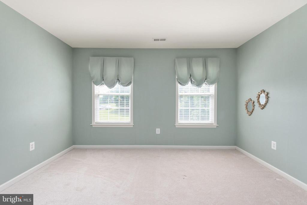 Upper level bedroom facing front of home. - 51 RIVER RIDGE LN, FREDERICKSBURG
