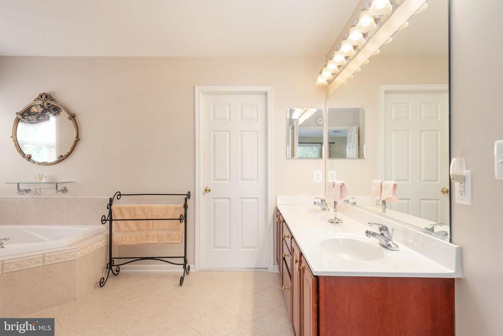 Master bath w/ dual sinks,, tile floors - 51 RIVER RIDGE LN, FREDERICKSBURG