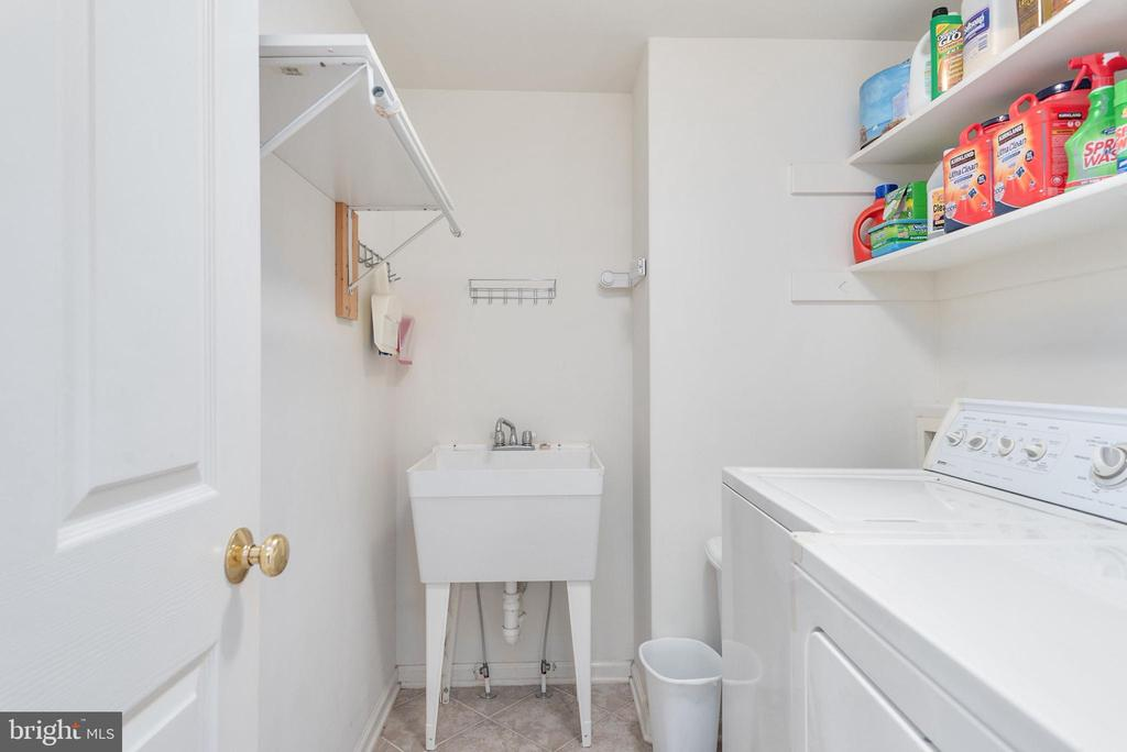 Main floor spacious laundry with utility sink. - 51 RIVER RIDGE LN, FREDERICKSBURG