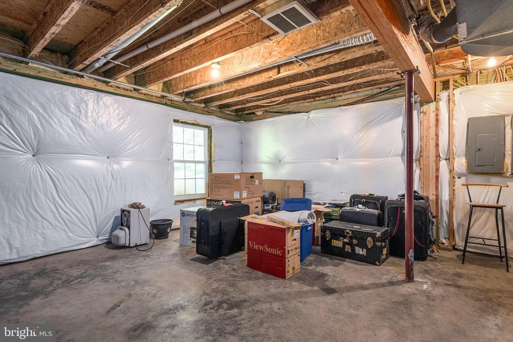 Gas line could provide a 2nd kitchen or fireplace. - 51 RIVER RIDGE LN, FREDERICKSBURG