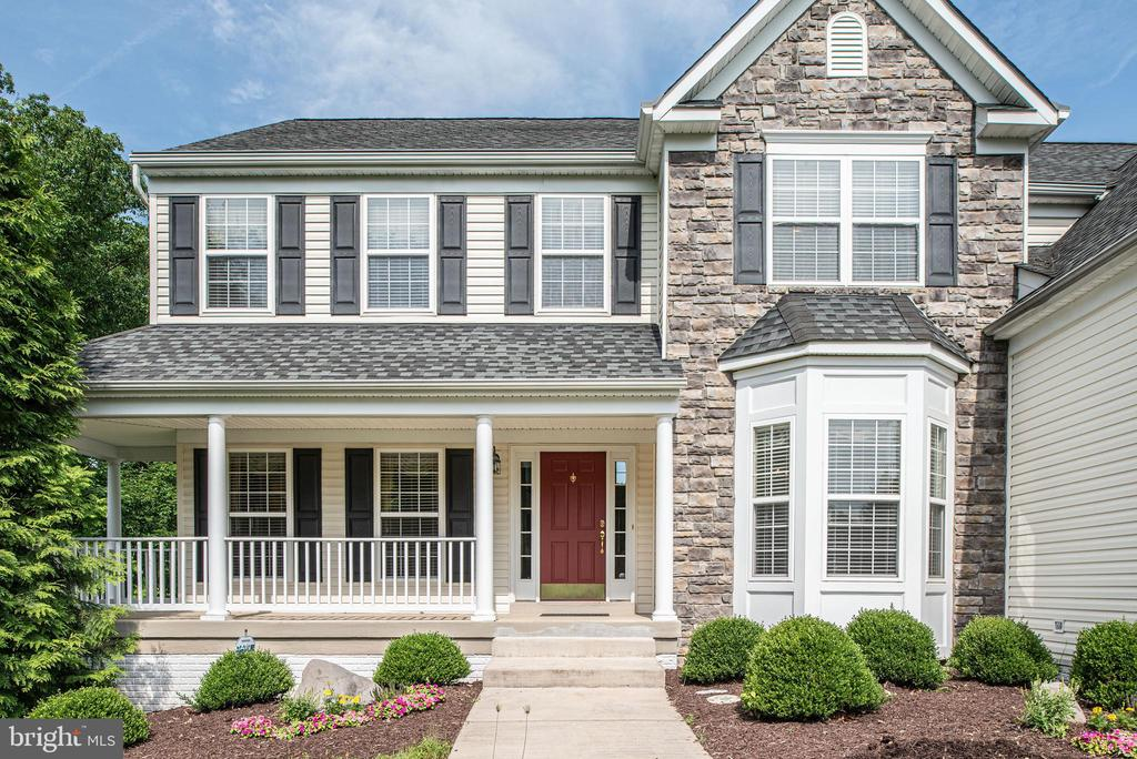 Front porch, vinyl and stone exterior. - 51 RIVER RIDGE LN, FREDERICKSBURG