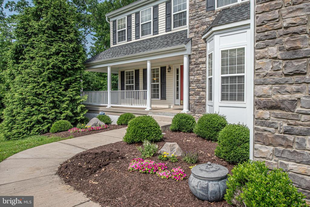 Professionally landscaped. - 51 RIVER RIDGE LN, FREDERICKSBURG