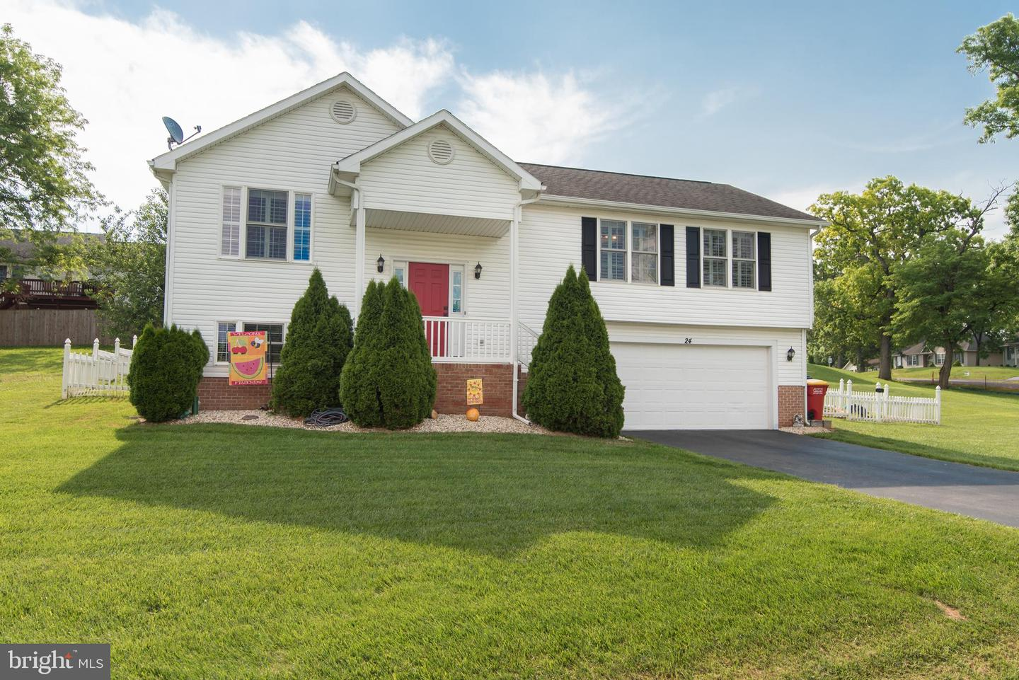 Single Family for Sale at 24 Jack Rabbit Ln Ranson, West Virginia 25438 United States