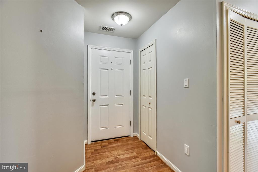 Bright entry way with fresh paint and new lighting - 20596 CORNSTALK TER #201, ASHBURN