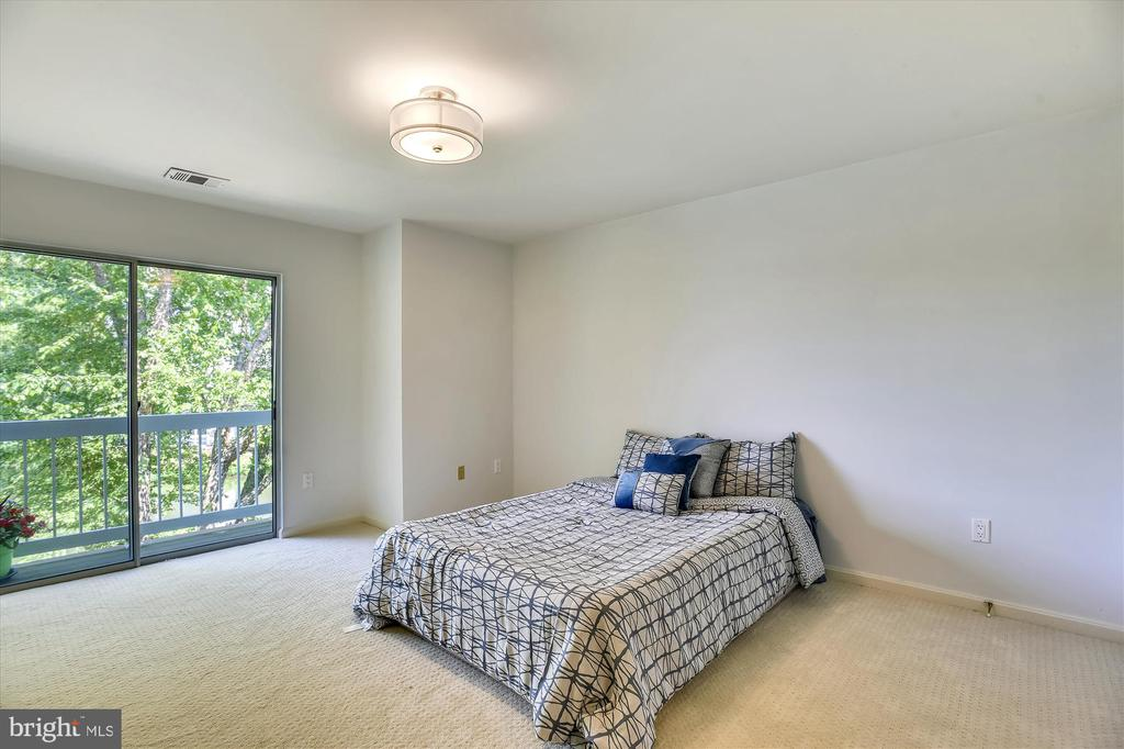 Master bedroom w/private balcony overlooks lake - 20596 CORNSTALK TER #201, ASHBURN