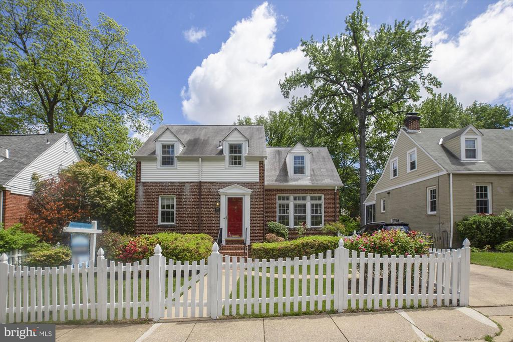2705  RUSSELL ROAD, Alexandria, Virginia