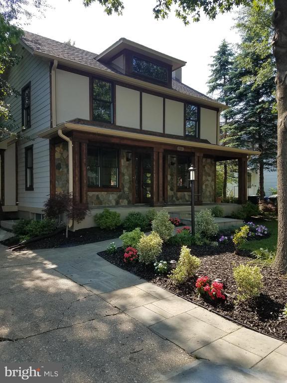 FRONT HOUSE - 700 N HARRISON ST, ARLINGTON