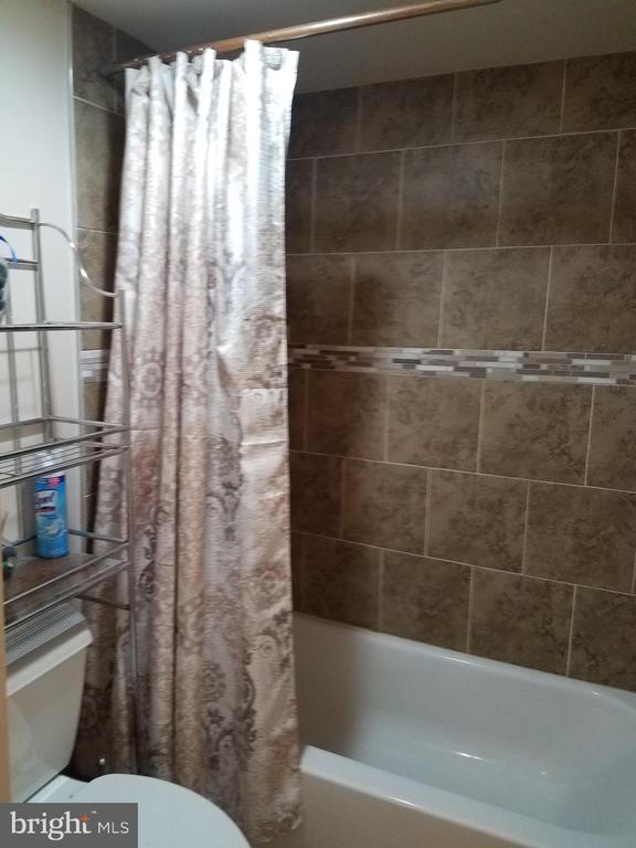BASEMENT BATH - 700 N HARRISON ST, ARLINGTON