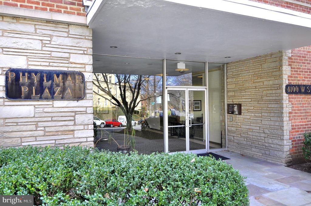 Phylmar Plaza condo backs directly to the park - 4100 W ST NW #515, WASHINGTON