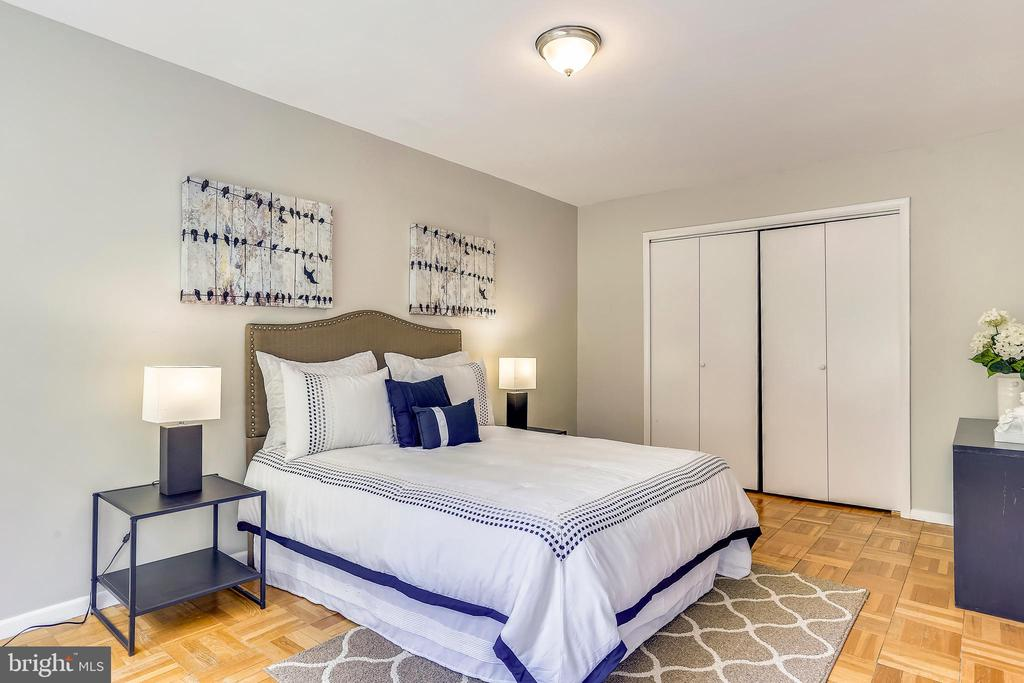 Lots of clothes? This bedroom closet is a dream! - 4100 W ST NW #515, WASHINGTON