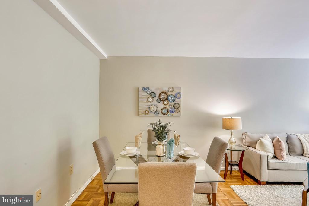 Plenty of room for dining - 4100 W ST NW #515, WASHINGTON