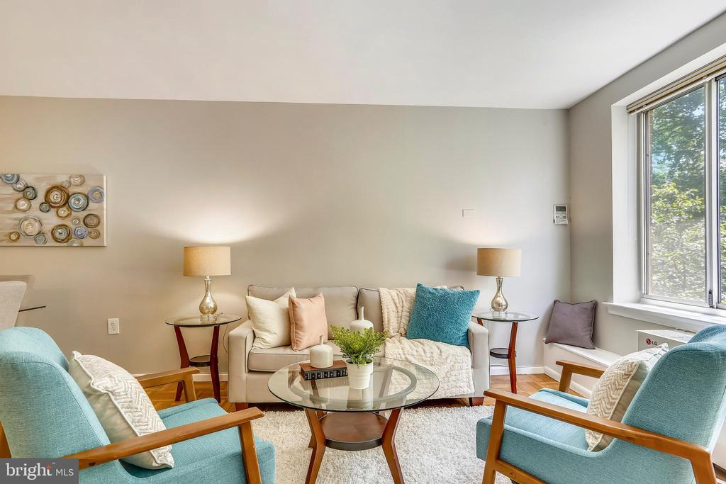 Newly painted so move right in - 4100 W ST NW #515, WASHINGTON