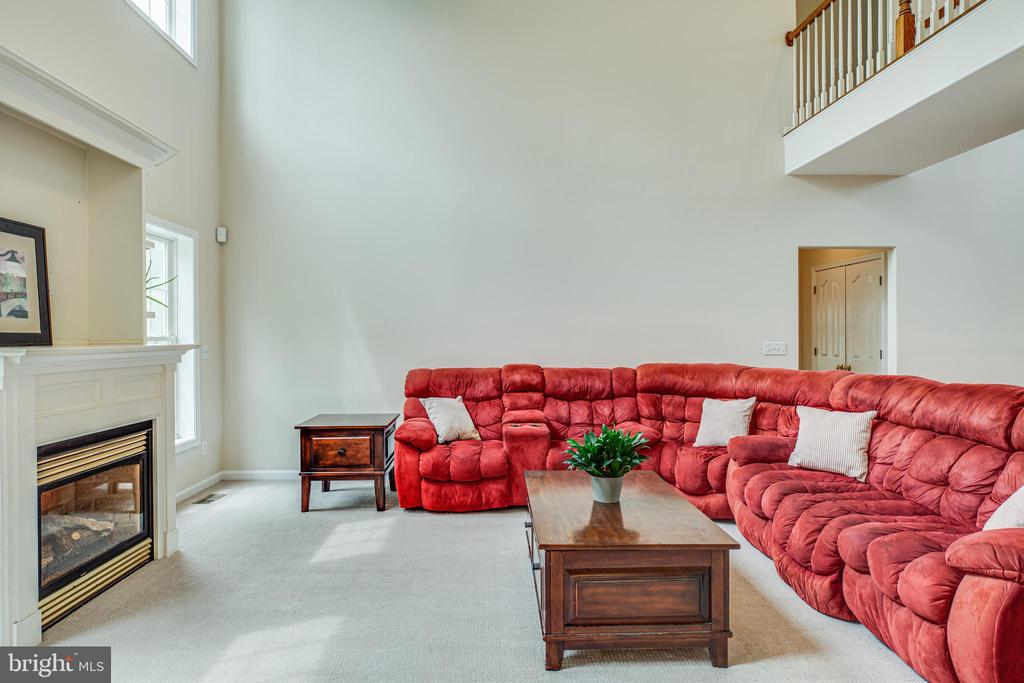 Family room with two story overlook - 175 PORTLAND DR, FREDERICKSBURG