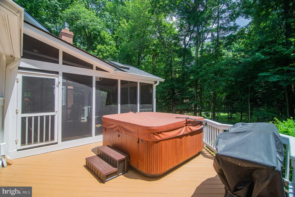 Relax in the hot tub and enjoy your peaceful yard - 12009 BENNETT FARMS CT, OAK HILL