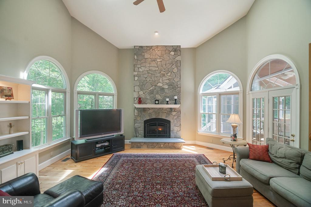 Light filled great room to relax in. - 12009 BENNETT FARMS CT, OAK HILL