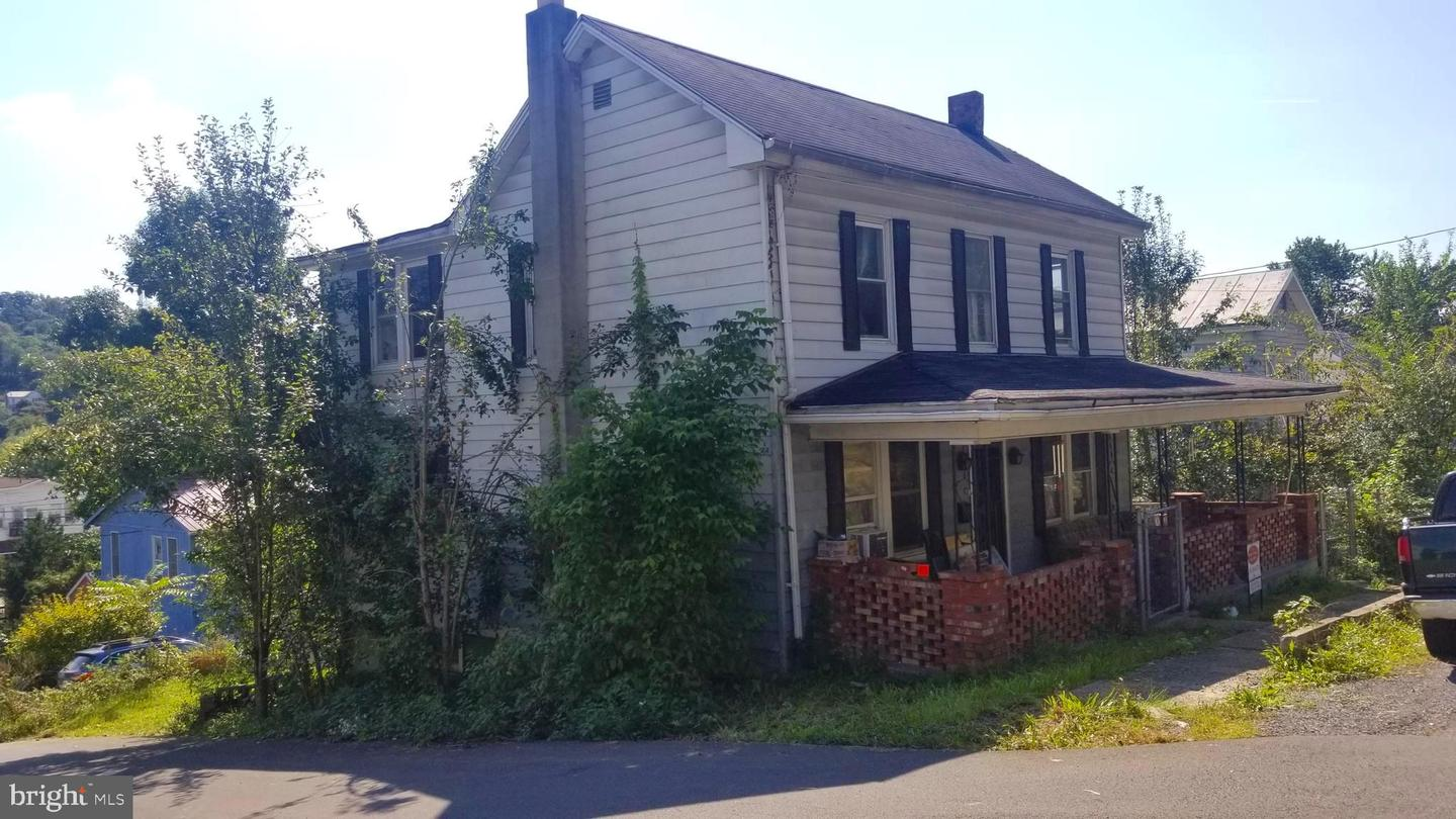 Single Family for Sale at 402 Wilkes Street Berkeley Springs, West Virginia 25411 United States