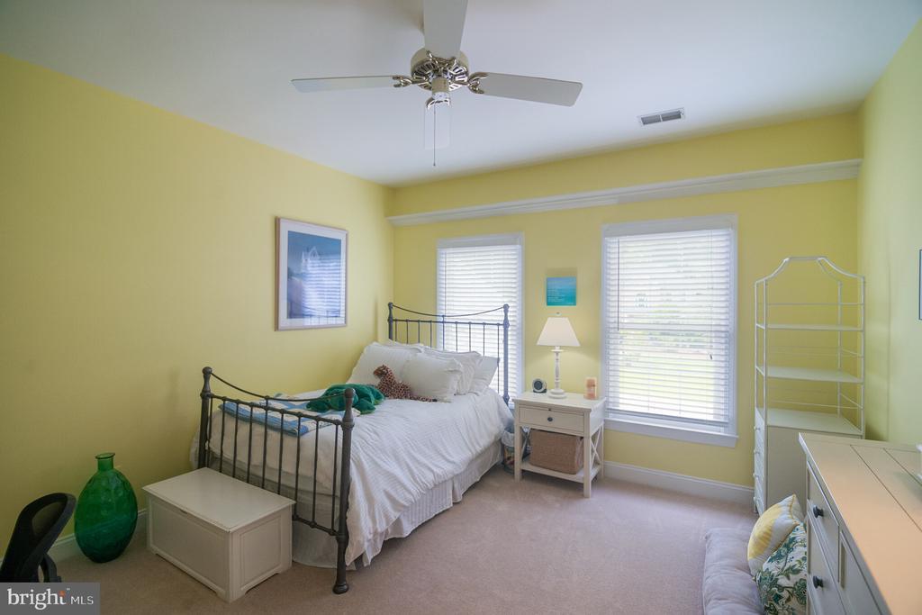 Large 2nd bedroom with walk-in closet &ceiling fan - 12009 BENNETT FARMS CT, OAK HILL