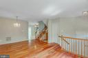 Large living space nicely separated from kitchen - 43657 SCARLET SQ, CHANTILLY