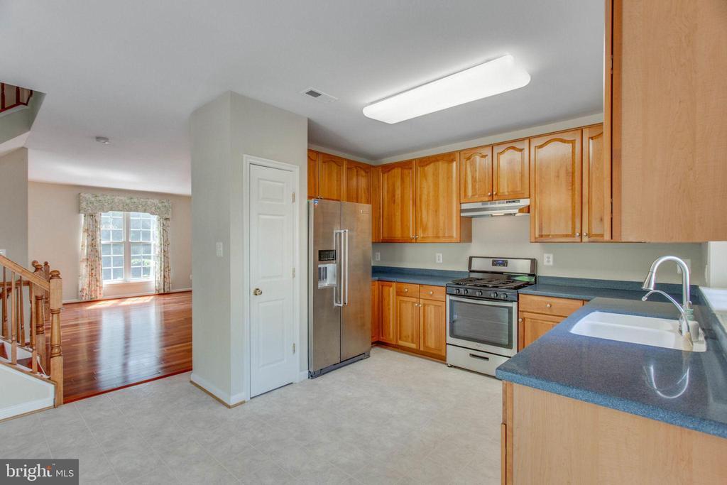 Open yet well defined floor plan - 43657 SCARLET SQ, CHANTILLY