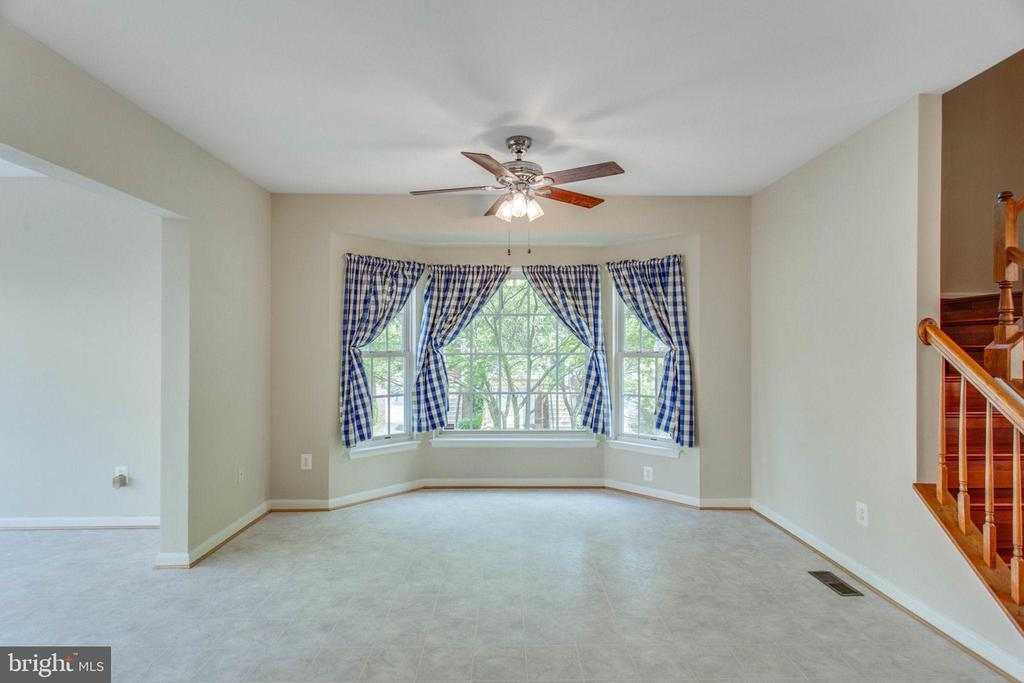 Could be used as a large family room - 43657 SCARLET SQ, CHANTILLY