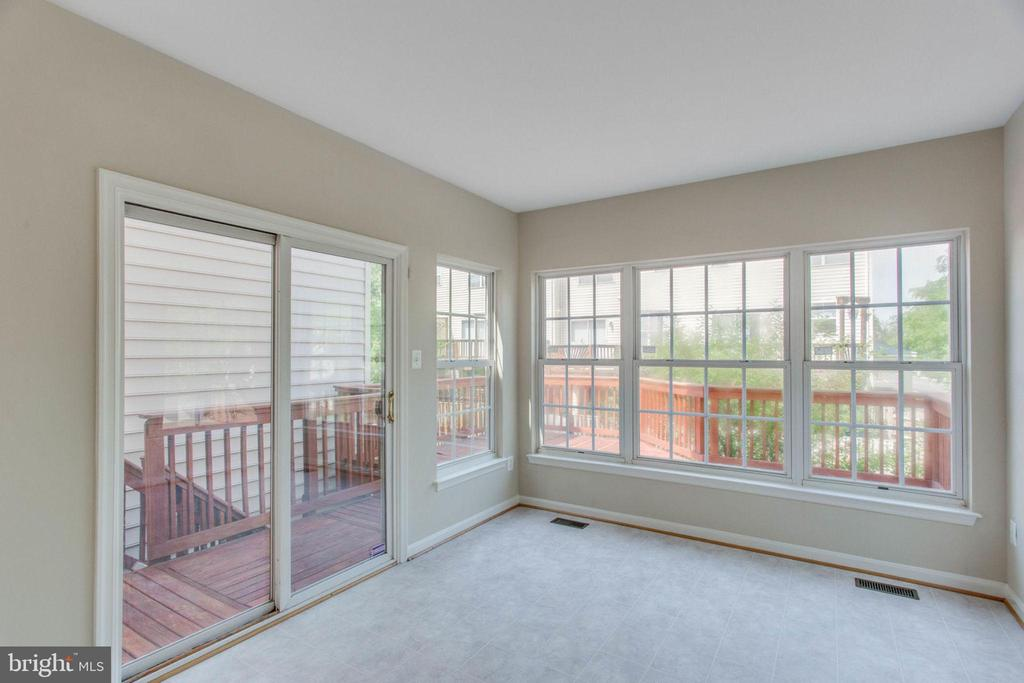 Sunroom with doors to deck and backyard - 43657 SCARLET SQ, CHANTILLY