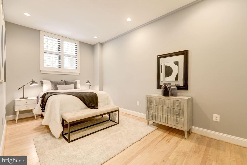Spacious Master Bedroom - 1701 16TH ST NW #115, WASHINGTON