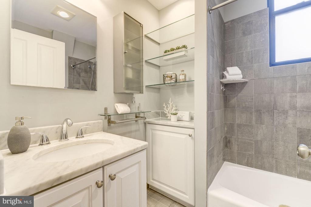 Luxury Full Bath - 1701 16TH ST NW #115, WASHINGTON