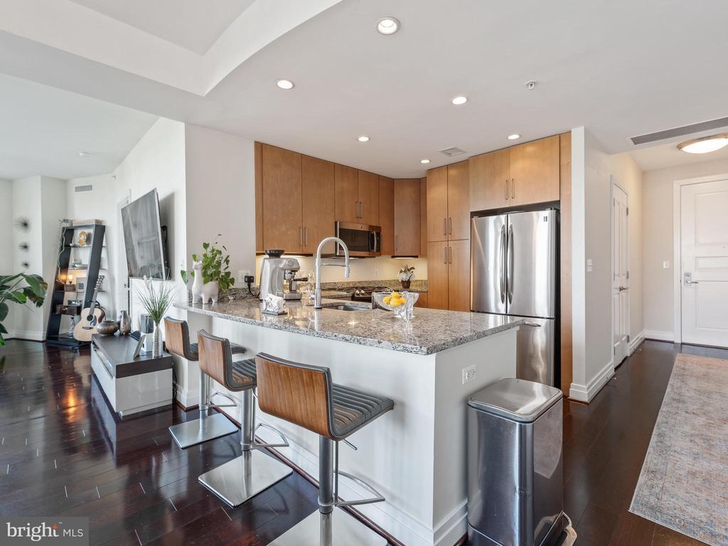 Kitchen - 8220 CRESTWOOD HEIGHTS DR #517, MCLEAN