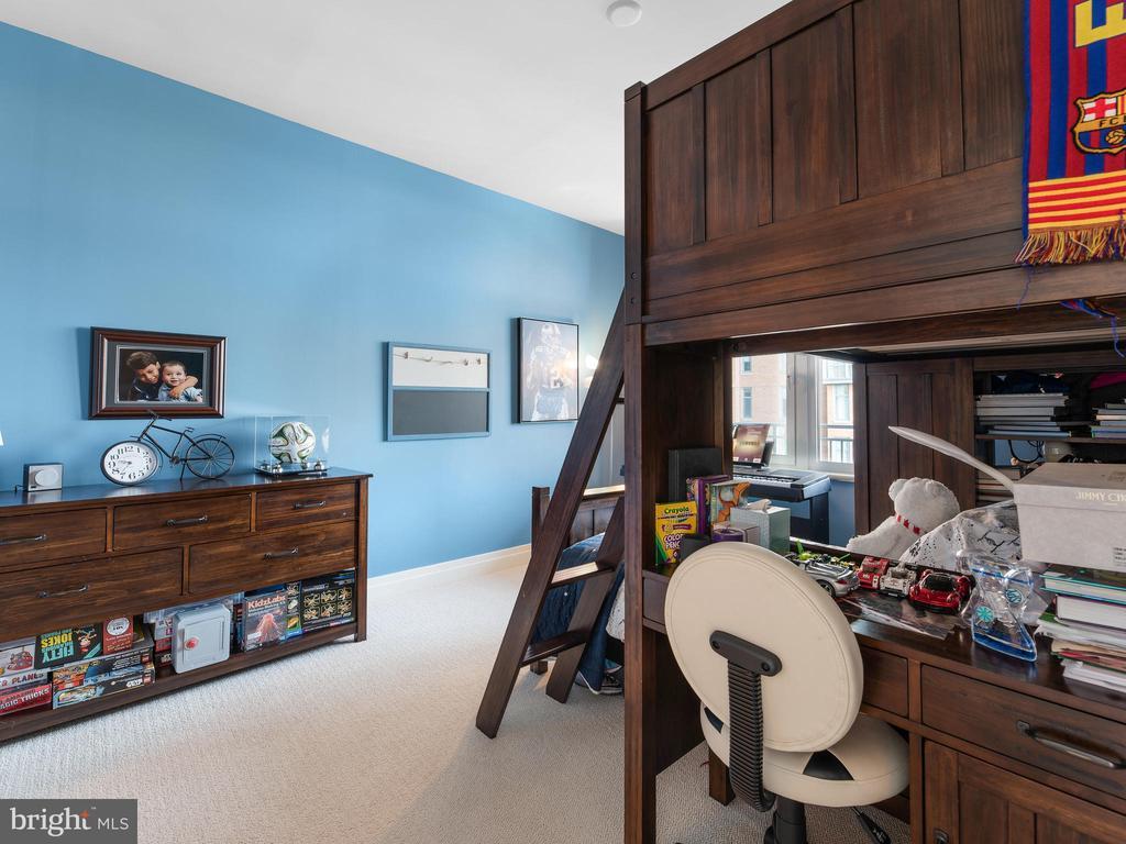 Bedroom 2 - 8220 CRESTWOOD HEIGHTS DR #517, MCLEAN