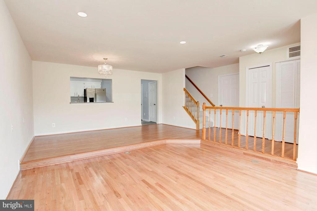 View of Living Area to the Dining Room - 4153 CHURCHMAN WAY #5, WOODBRIDGE