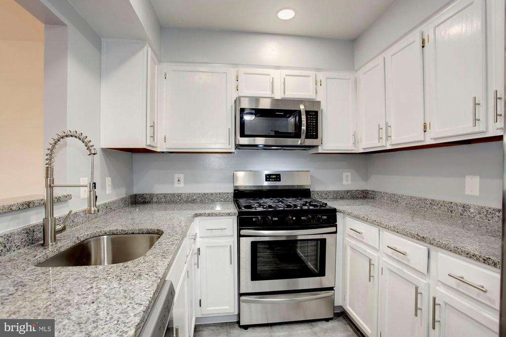 Renovated~ Galley Style Kitchen with sunk in Sink - 4153 CHURCHMAN WAY #5, WOODBRIDGE
