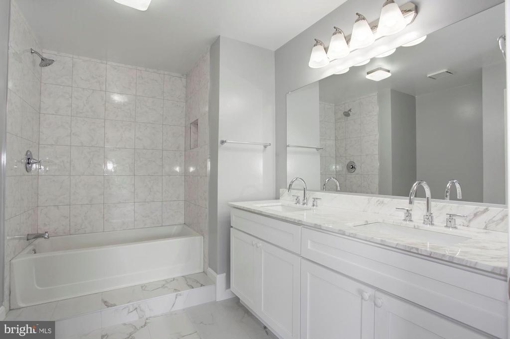 Master Bathroom - 4153 CHURCHMAN WAY #5, WOODBRIDGE