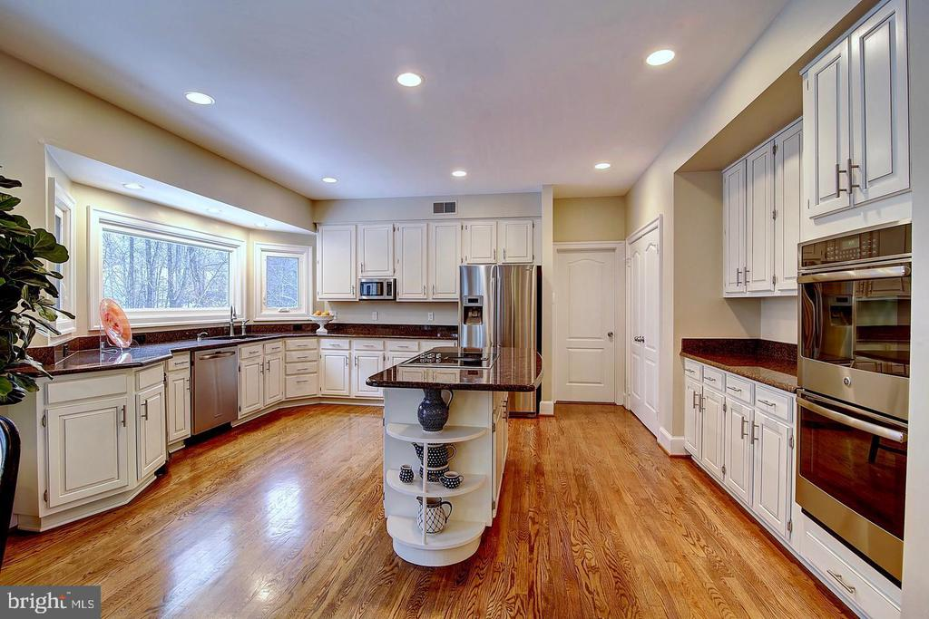 Abundant cabinetry and counter space - 1298 STAMFORD WAY, RESTON