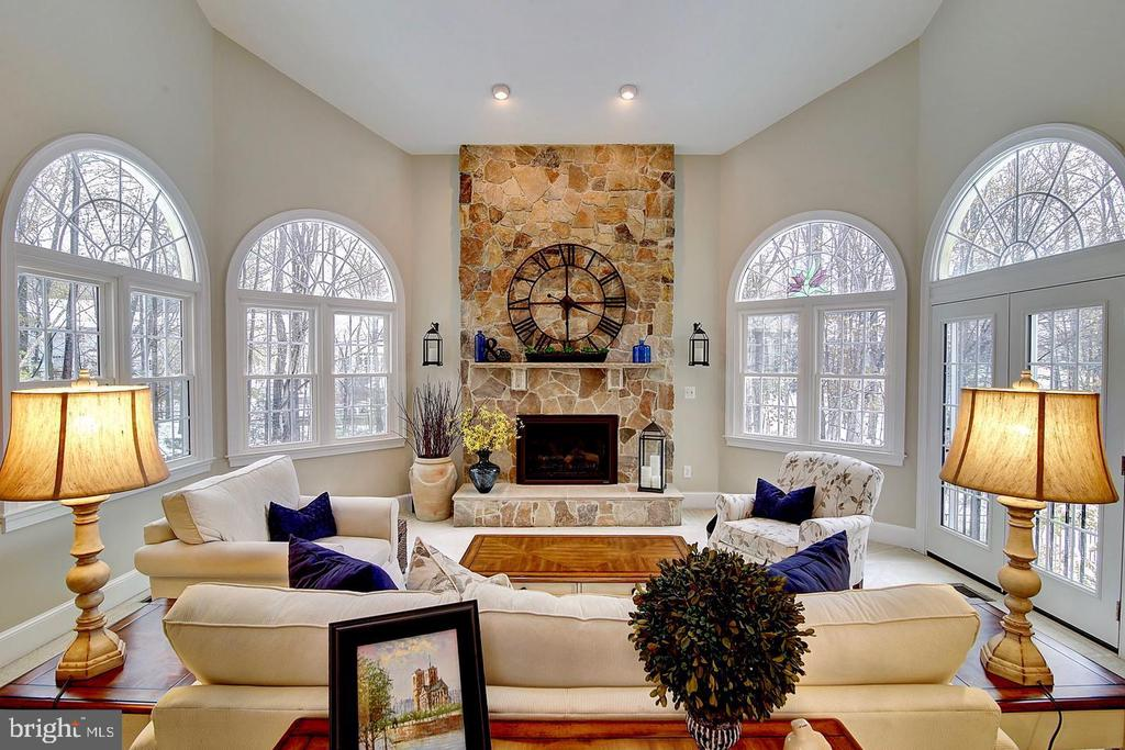 2-story custom textured stonework & gas fireplace - 1298 STAMFORD WAY, RESTON