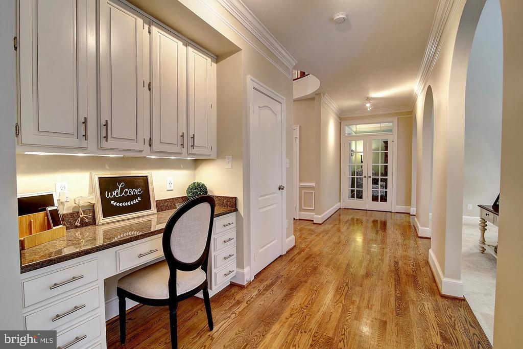 Convenient Work Station in the Kitchen - 1298 STAMFORD WAY, RESTON