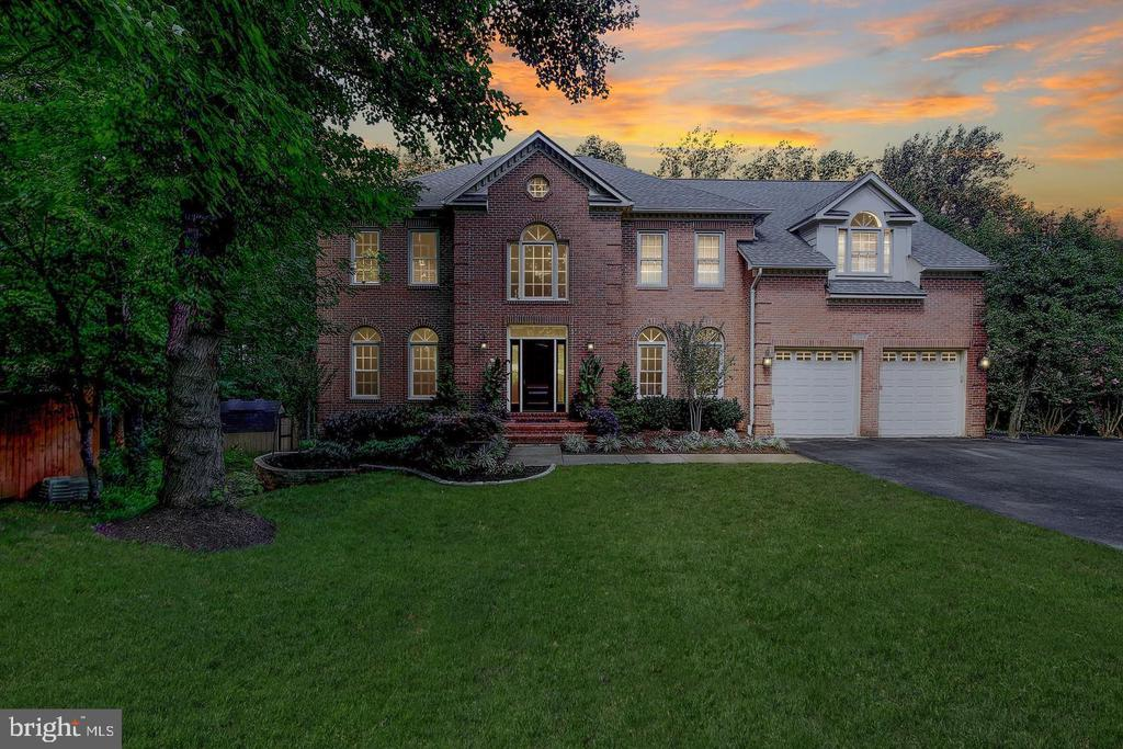 Secluded & private Colonial - 1298 STAMFORD WAY, RESTON
