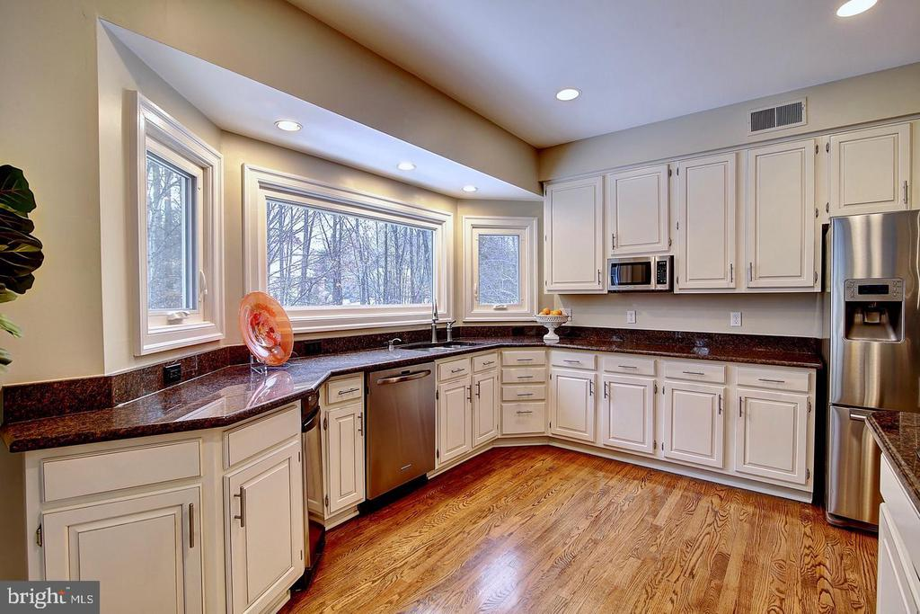 Updated Kitchen cabinetry - 1298 STAMFORD WAY, RESTON