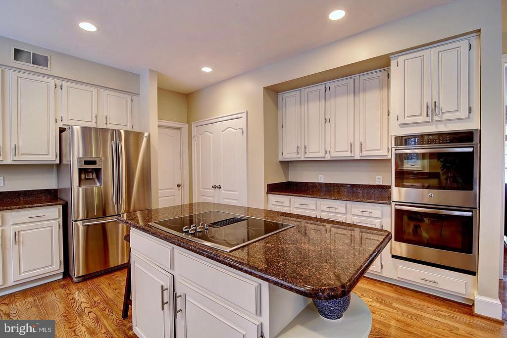 Stainless steel appliances & large pantry - 1298 STAMFORD WAY, RESTON