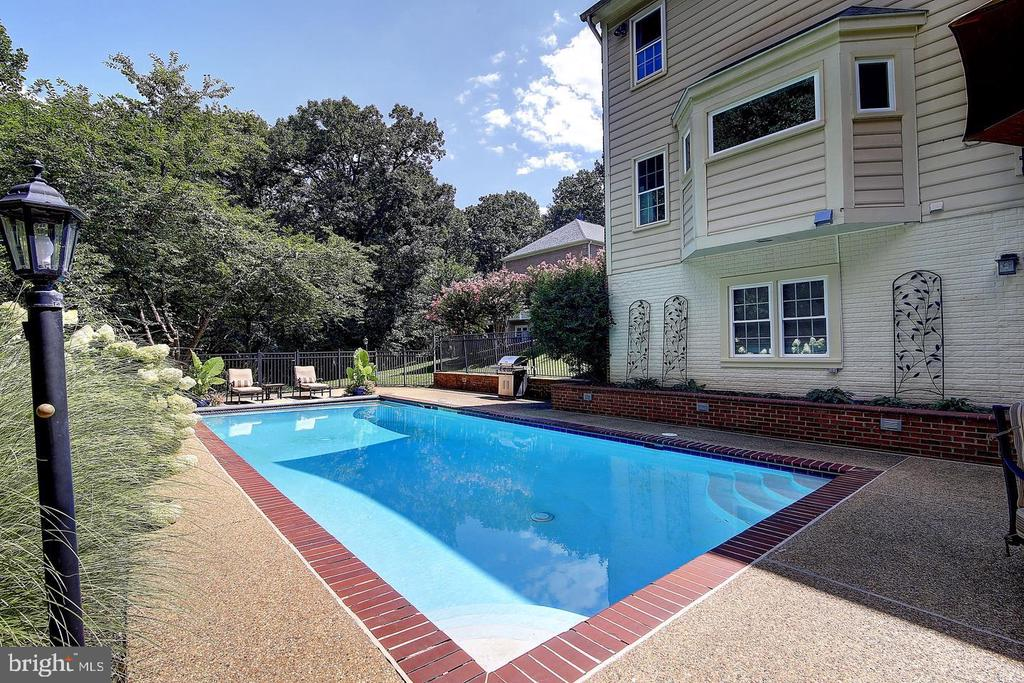Relax this summer in your own pool! - 1298 STAMFORD WAY, RESTON
