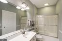 Hall bath - 47297 OX BOW CIR, STERLING