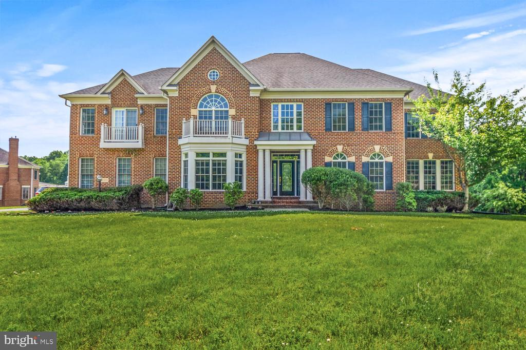 Gorgeous Brick Estate Home situated on 2 Acres! - 16616 NORBECK FARM DR, OLNEY