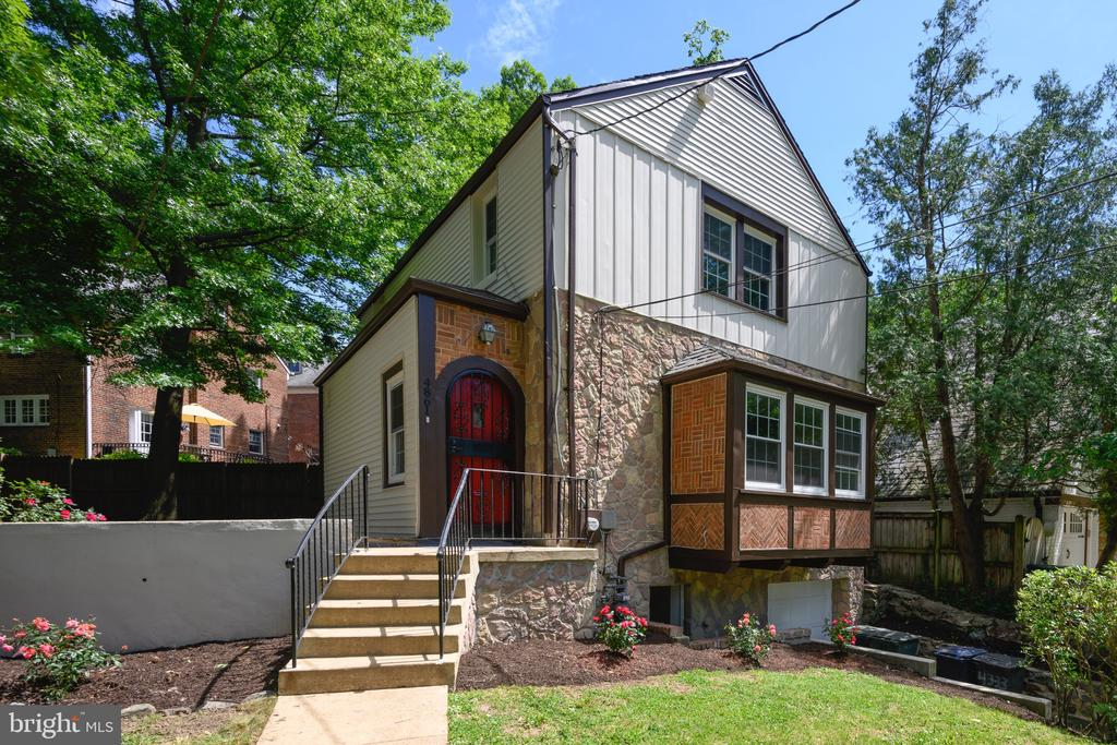 Updated Tudor in NW DC. - 4861 BLAGDEN AVE NW, WASHINGTON